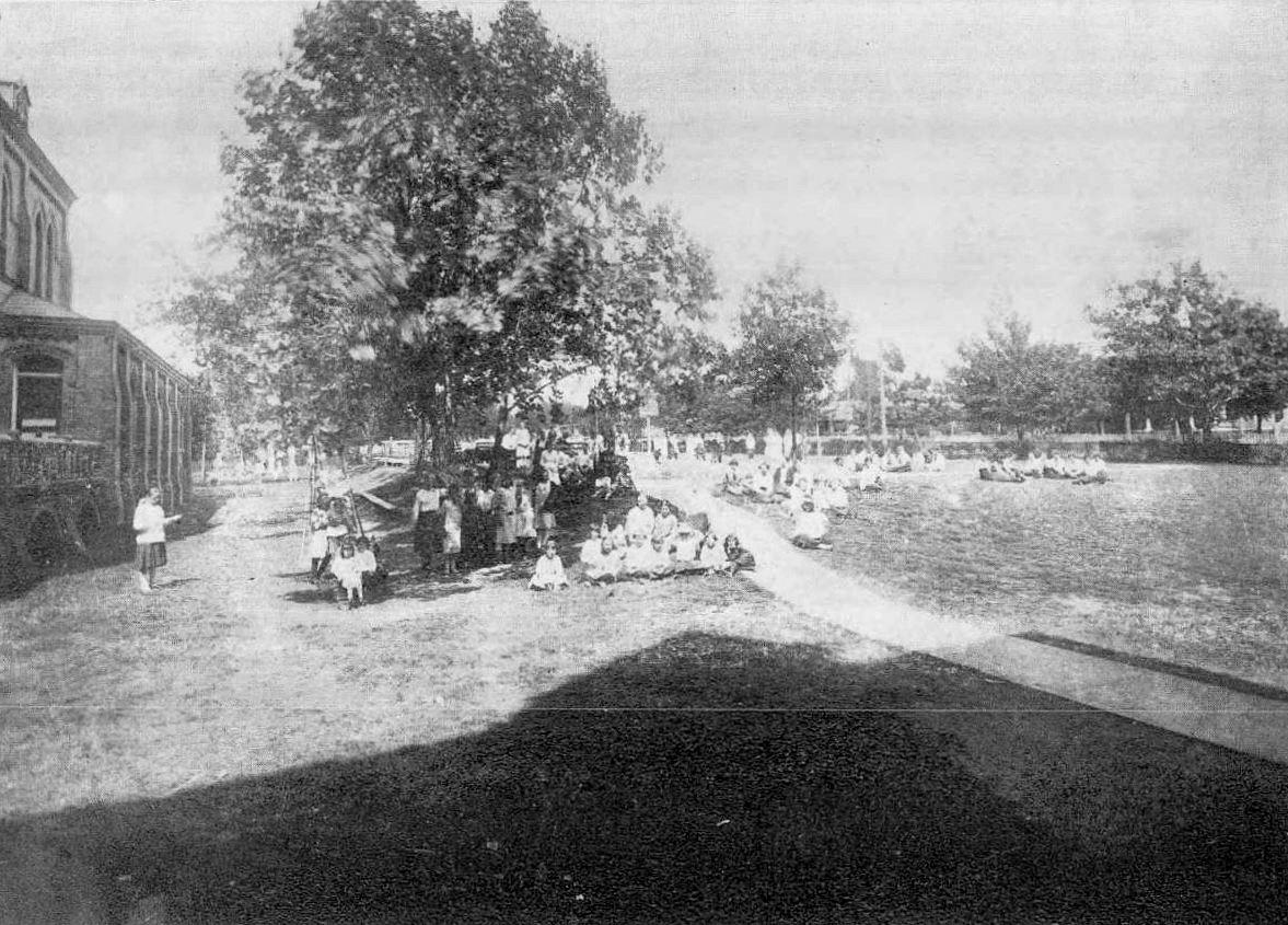 ursuline_1921-yrbk_campus