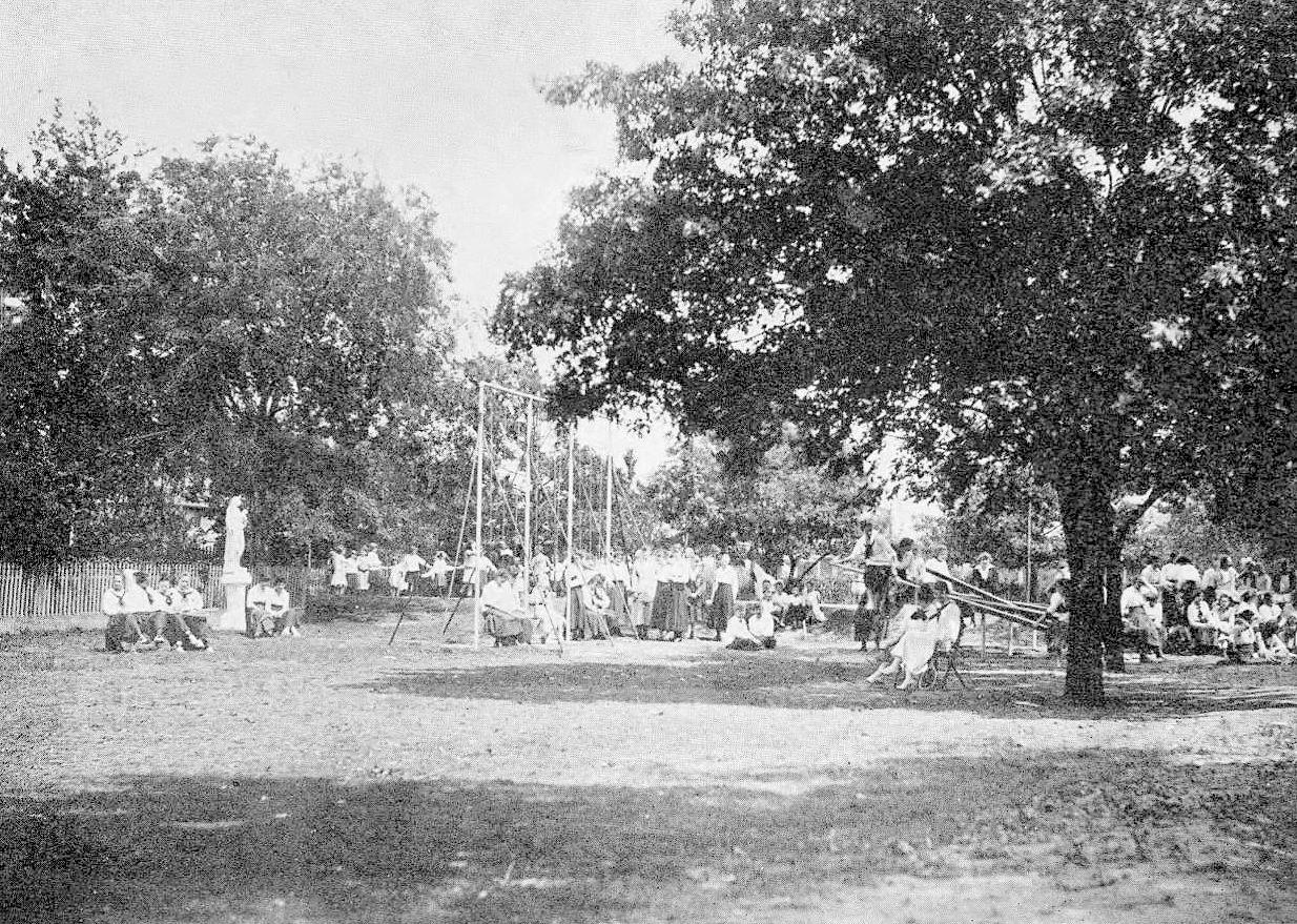 ursuline_1921-yrbk_campus_b