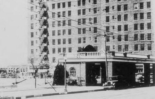 waiting-station_jefferson-hotel_degolyer-lib_SMU_cropped