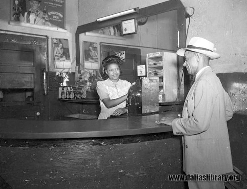 graves-cafe_marion-butts_dpl_1947_cashier